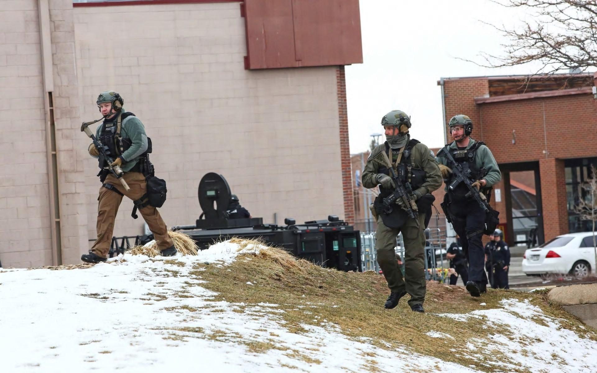 """博尔德枪击事件:""""多人伤亡"""",包括在科罗拉多州超市发生枪击事件后的警察"""