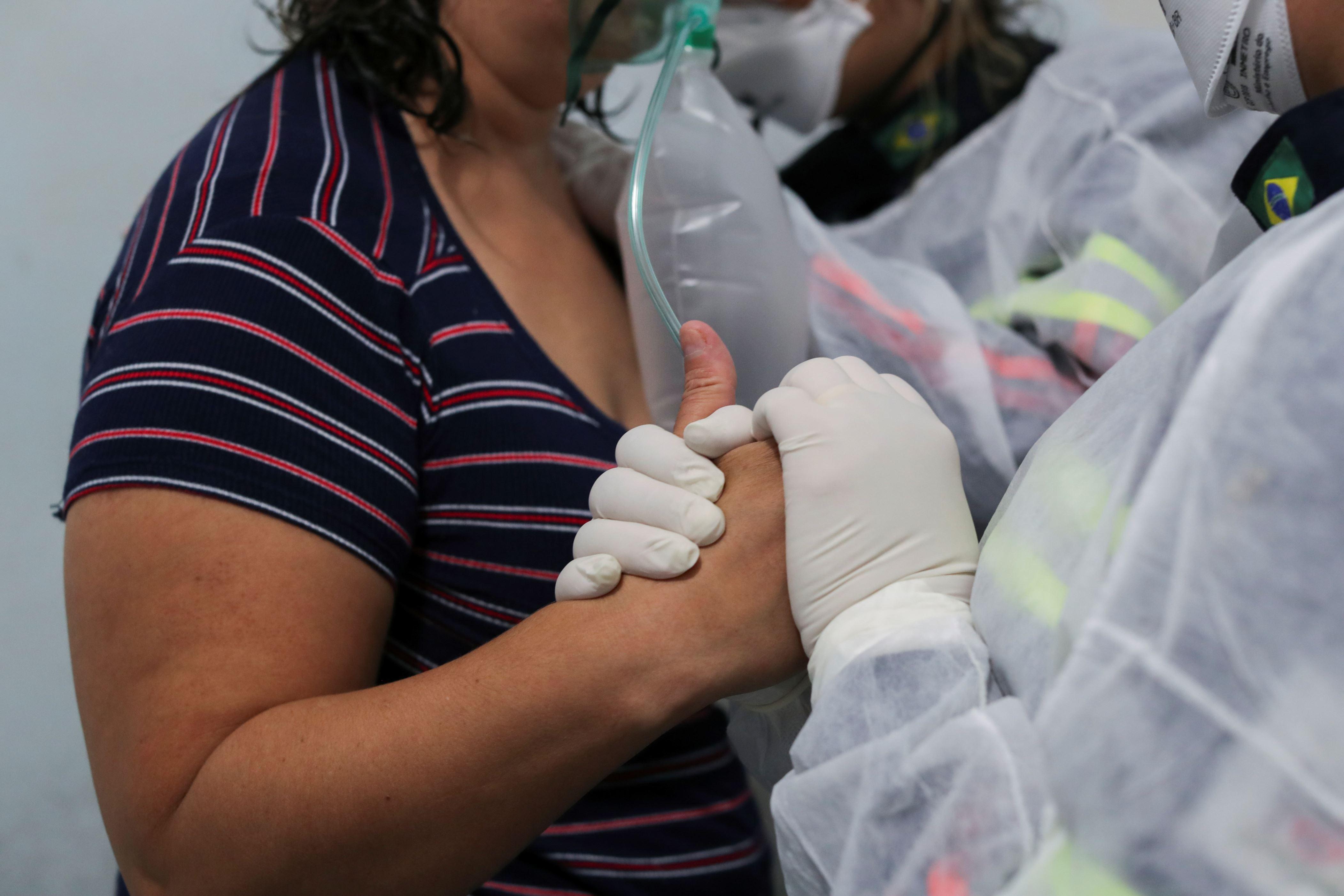 冠状病毒:巴西的死亡人数超过30万人的死亡门槛
